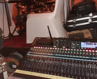 Allen and Heath QU 24 Mixer with Flight Case