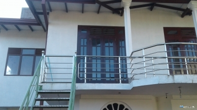 Upstairs House for Rent in Hokandara.