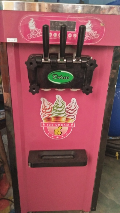 Deluxe ICe Cream Machine
