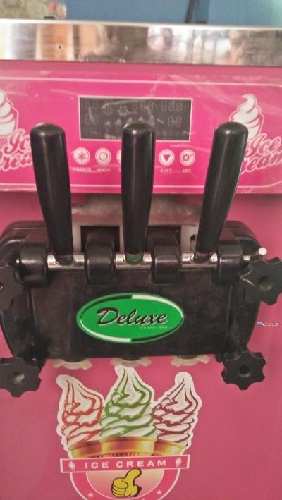 Deluxe ICe Cream Machine