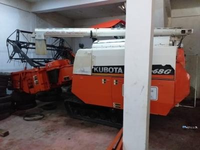 Kubota DC68 Harvester
