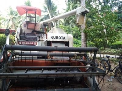 Kubota DC68E Harvester