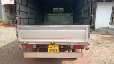 Nissan QD 32 Lorry