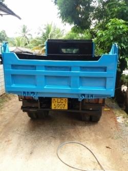 Isuzu Dump Truck 2002
