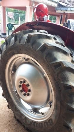 Massey Ferguson 135D Tractor